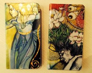 Her er to av mine notatbøker jeg tyr til når skjermen får øynene - og hjernen - til å bli firkanta.